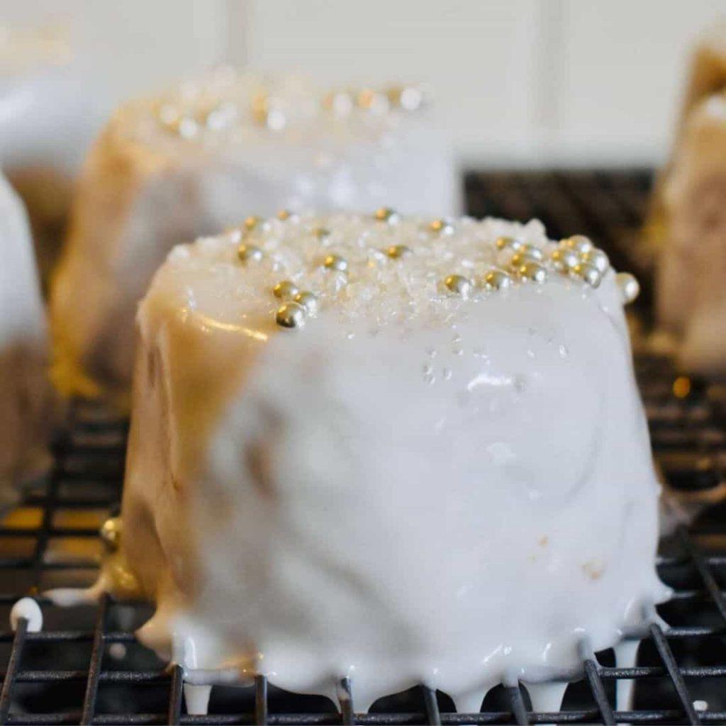 mini-christmas-cake-iced