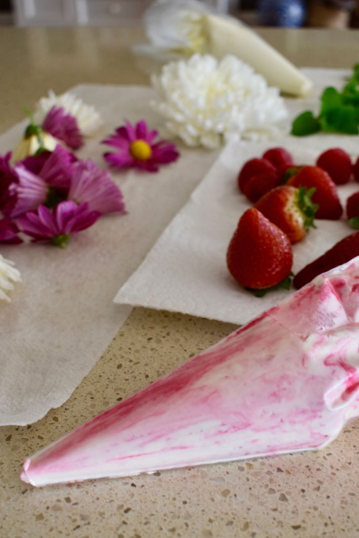 decorating mothers day cake