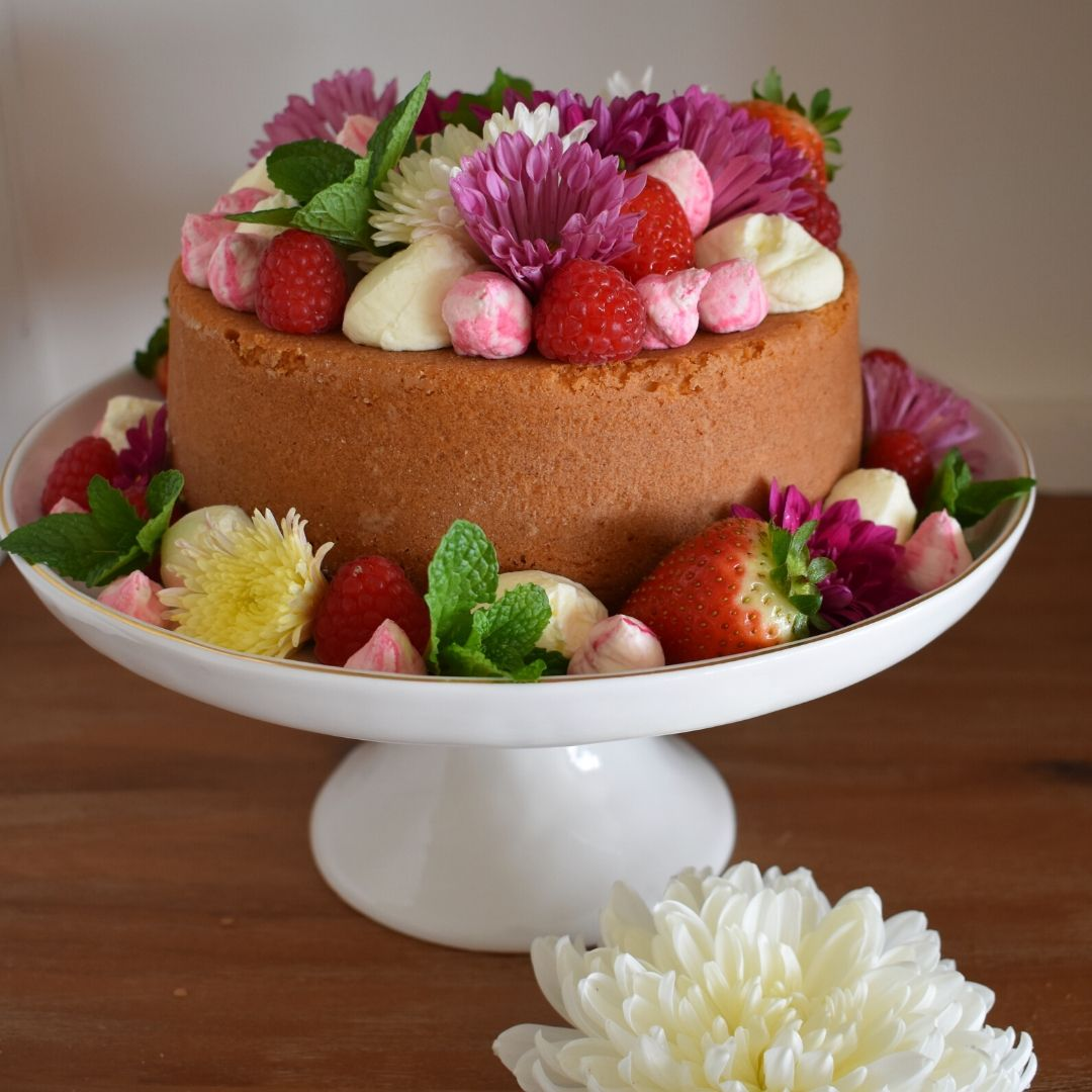 Mother's Day Cake with chrysanthemum