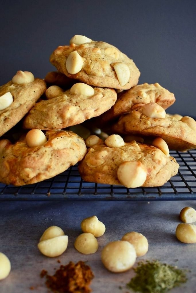 macadamia cookies pile don cooling tray