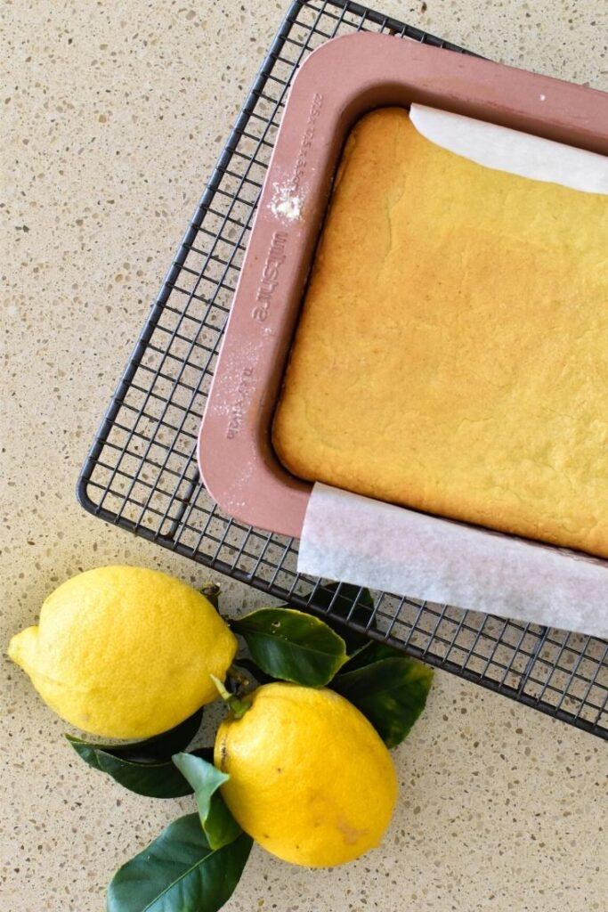 making lemon slice