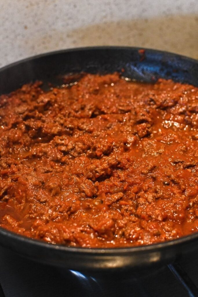 cooking spaghetti bolognese